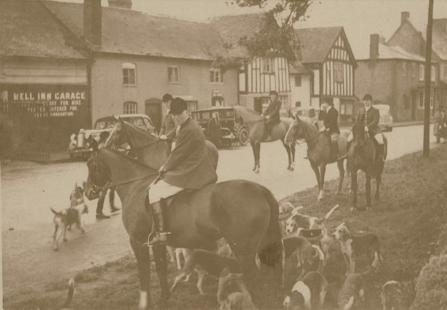 [Ledbury Hunt at Bosbury]