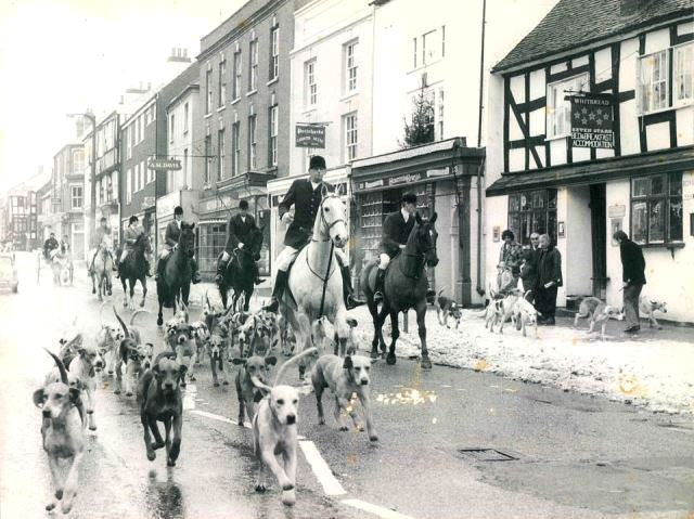[Ledbury Hunt passing the Seven Stars Inn]