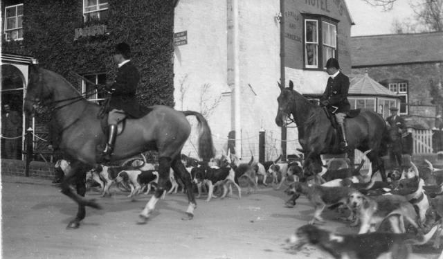 [Ledbury Hunt at Dymock]