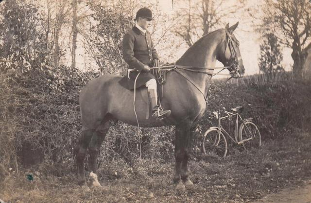 [William ROGERS whipper in Ledbury Hunt]