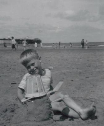 [1963 Andy on the beach]